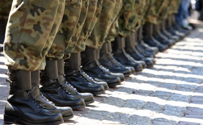 Дети из бедных семей идут в армию от безысходности или чтобы заработать денег / построить карьер