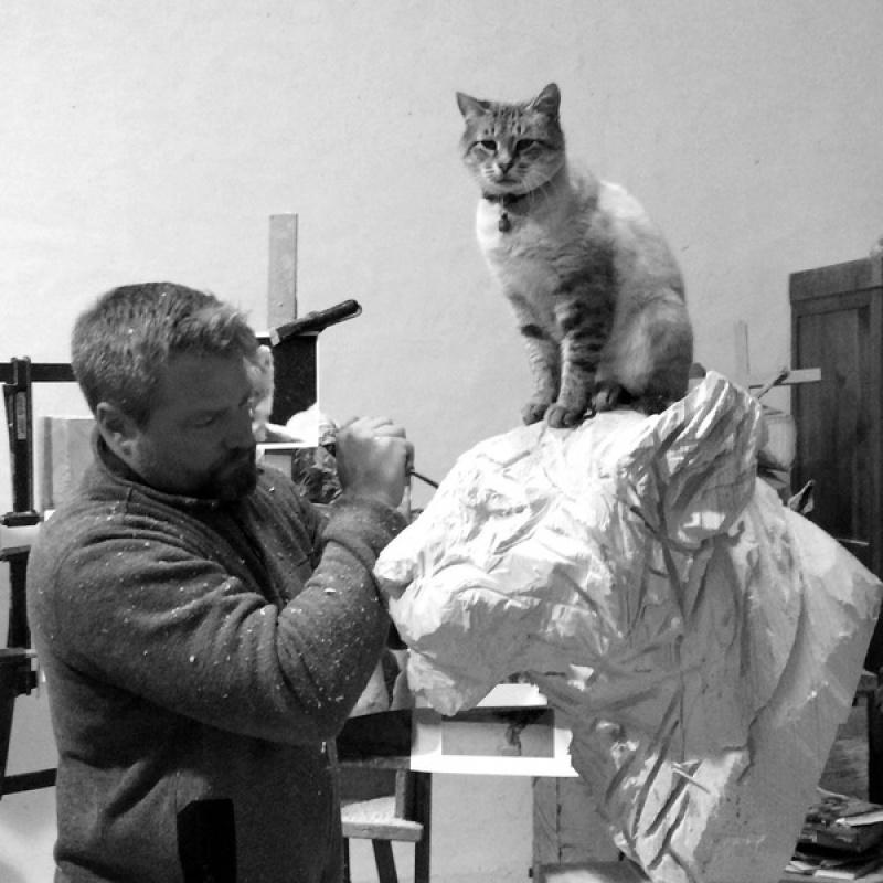 Этот скульптор создает работы спомощью бензопилы