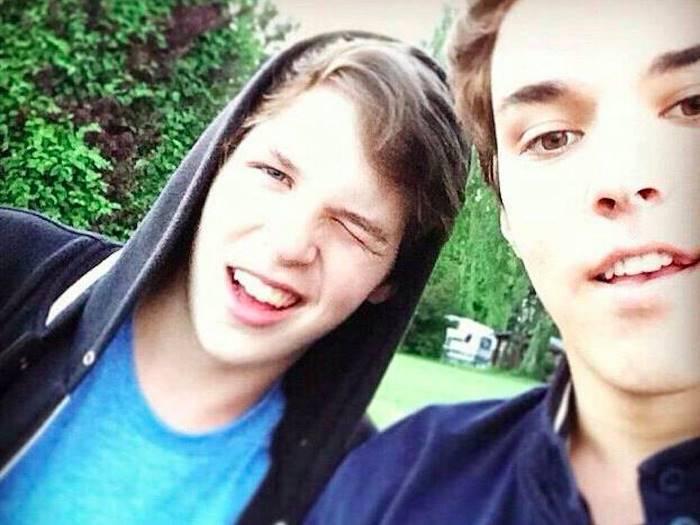 Сейчас 18-летние близнецы Кирилл и Морис посещают школу в Сингапуре, «для познания новых культур и р