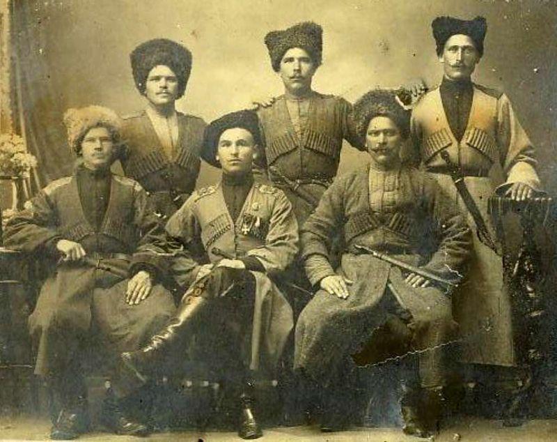5. Казаки Вопрос о том, откуда появились казаки, до сих пор остается нерешенным. Их родину находят и