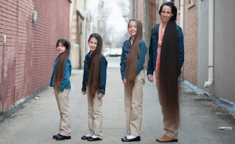 Волосатое семейство Эта женщина и три ее дочки по фамилии Рассел обладают в совокупности самыми длин
