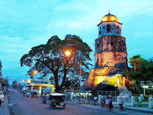 Думагете — это университетский городок с населением всего 120 000 человек. Существенная часть города