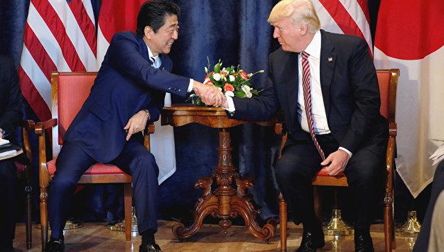 Абэ иМакрон подчеркнули главную роль РФ в интернациональных отношениях
