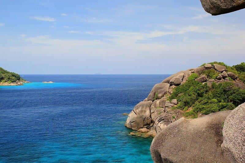 Вид с обзорной точки на бухту Ao Kuerk (donald Duck bay) - Снорклинг-тур на острова Симилан