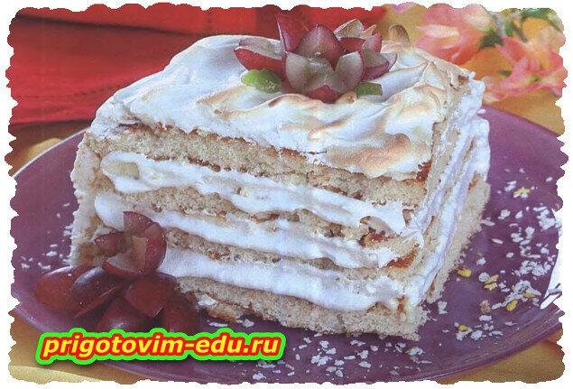 Бисквитный торт в белковой глазури