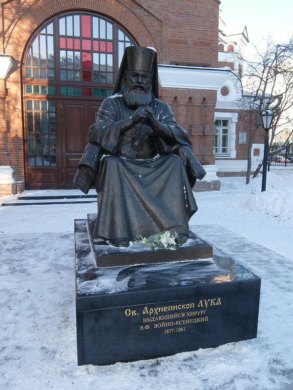 Красноярск - Памятник архиепископу Луке