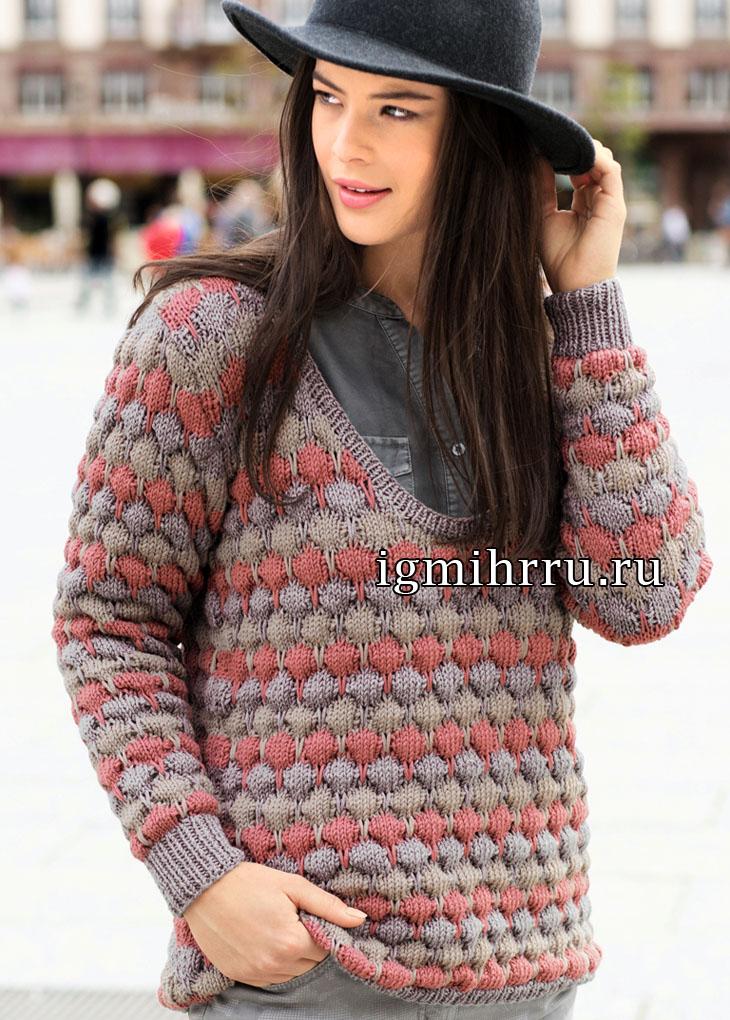 Трехцветный пуловер с заниженным вырезом горловины. Вязание спицами