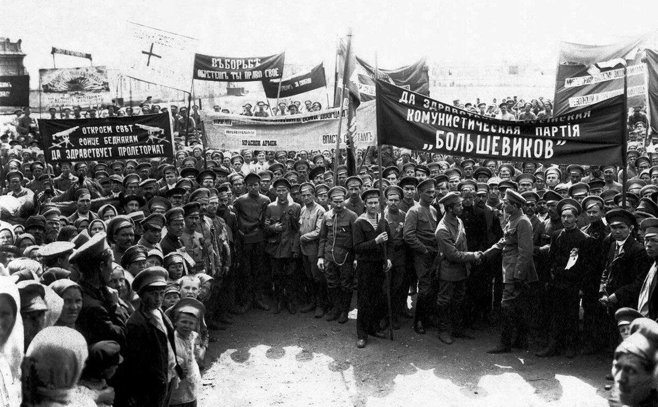 1918. Верхнеуральск. Митинг-демонстрация красногвардейцев-партизан, рабочих и граждан города 1 мая