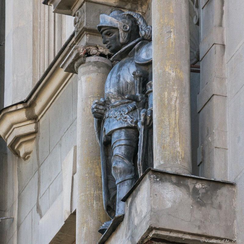 Дом с рыцарями на Арбате