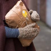 пакет в руках
