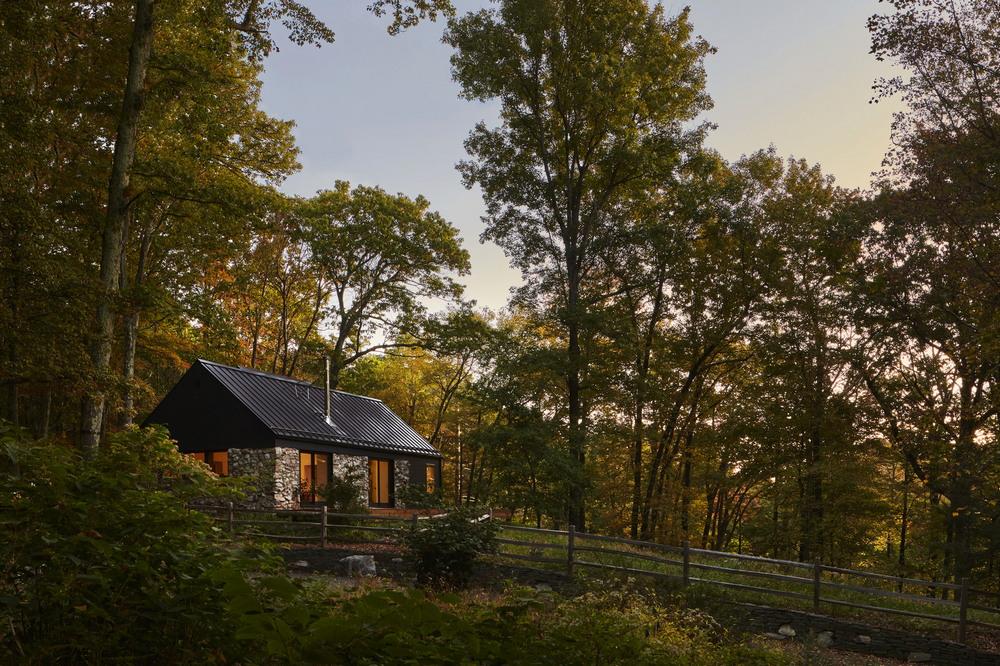 Обновлённый каменный дом для отдыха в долине реки Гудзон