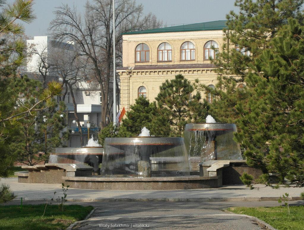 Фонтаны в сквере Амира Темура, Ташкент, Узбекистан