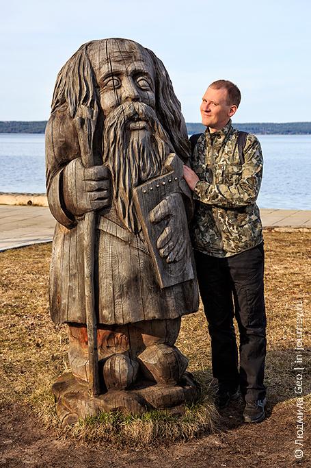деревянные скульптуры на набережной Петрозаводска