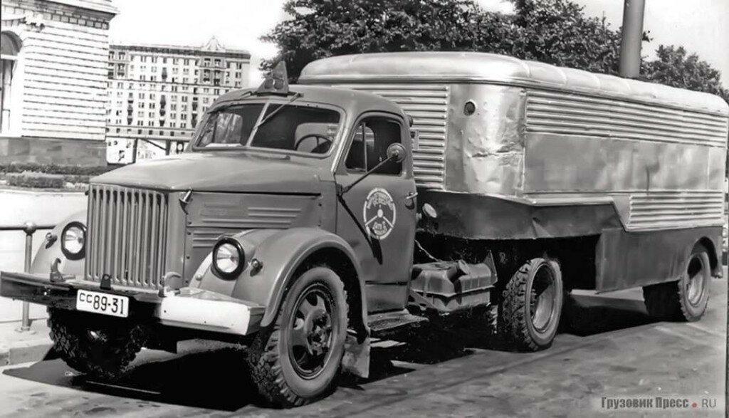 ГАЗ-51П с полуприцепом-фургоном ПАЗ-744..jpg
