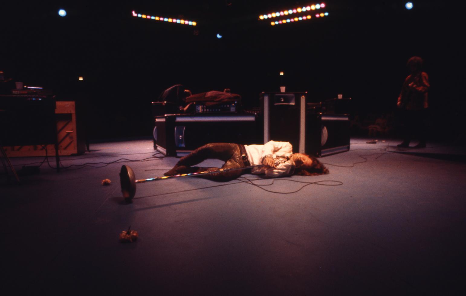 1970. Джим Моррисон на сцене