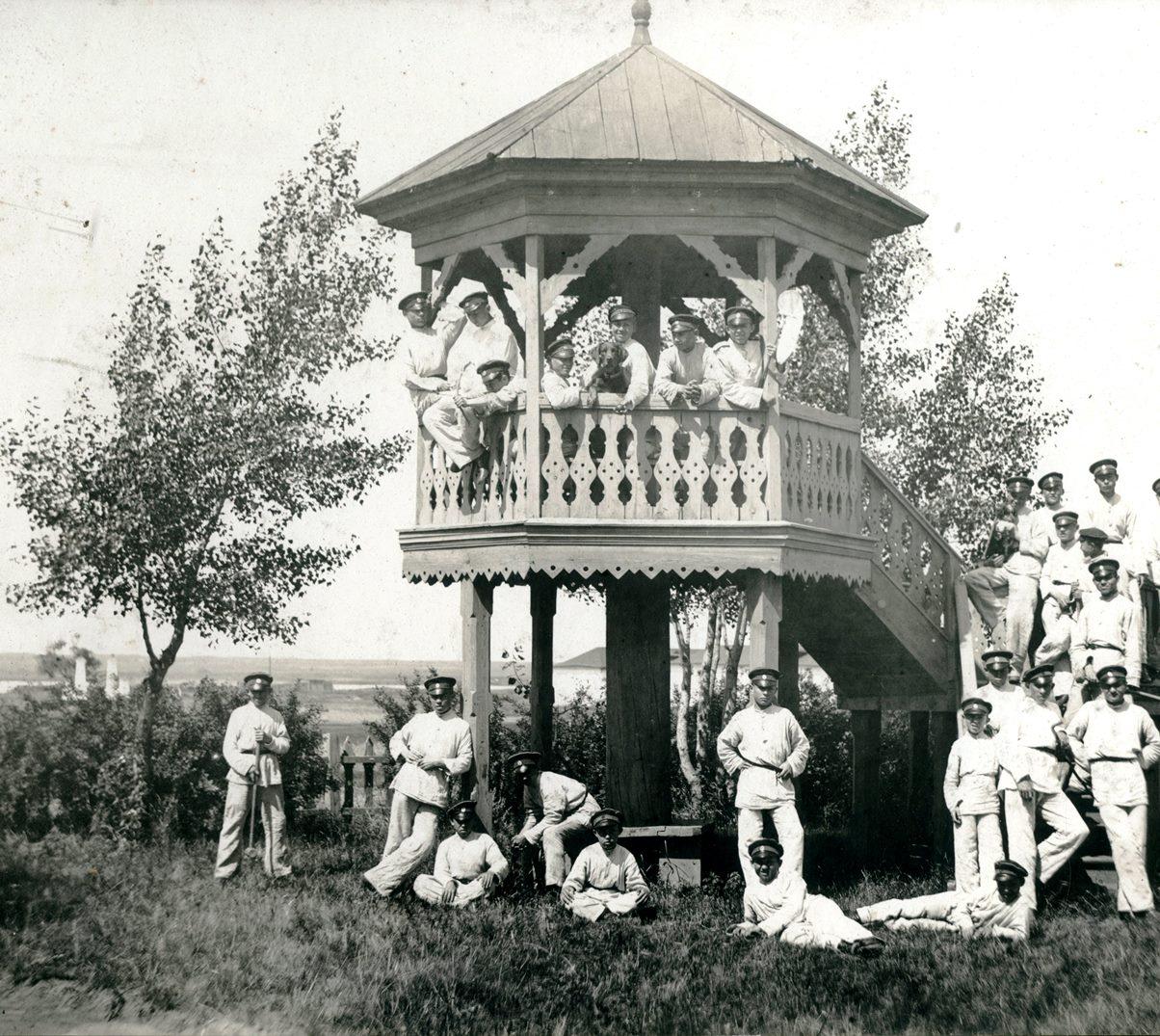 1901-1913. Беседка в летнем лагере кадетского корпуса