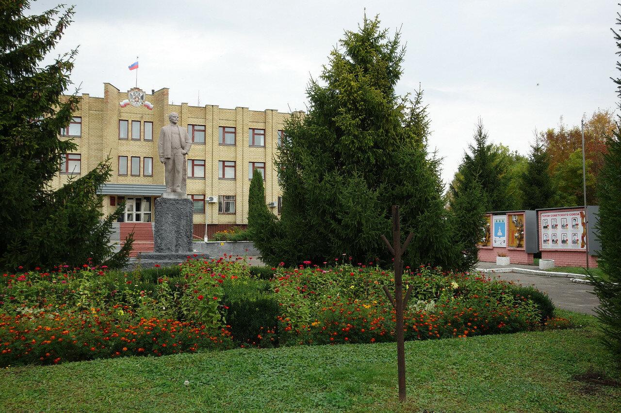 Ленин и ели, село Знаменское