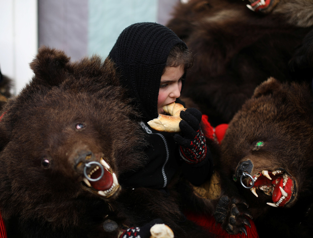 Ритуальные танцы медведей в Румынии
