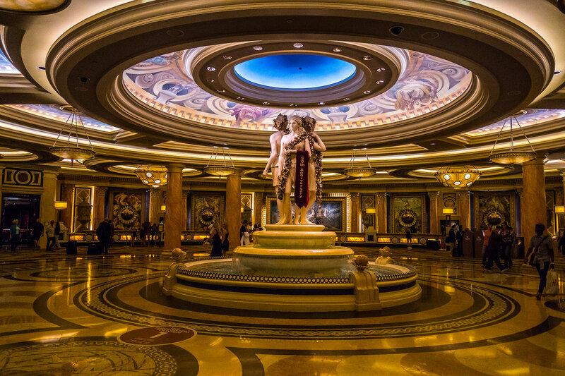 """Холл отела """"Дворец Цезаря"""""""