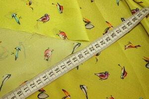 ММ081 1300руб-м Плательно-блузочный натуральный крепдешин(шелк100%) Легкий,тоненький,слегка прозрачный,мягкий.Р-р птиц 2,5-4см.Фон цвета зеленого яблока.Для платьев,блуз,юбок и тд.Шир 1,39м.JPG