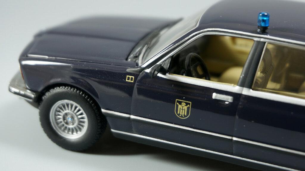 BMW_7er_E23_06.jpg