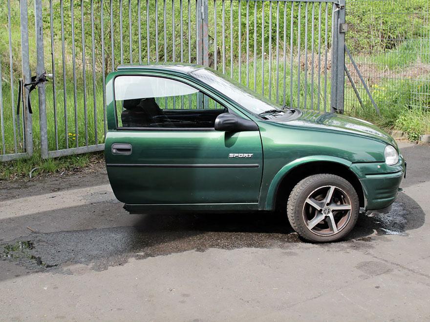 2. «Машина, учитывая год выпуска, в очень хорошем состоянии, но есть следы износа. К примеру, полови