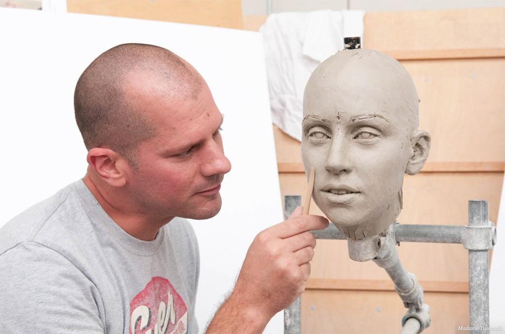 Важно убедиться, что макет в точности повторяет реального человека.
