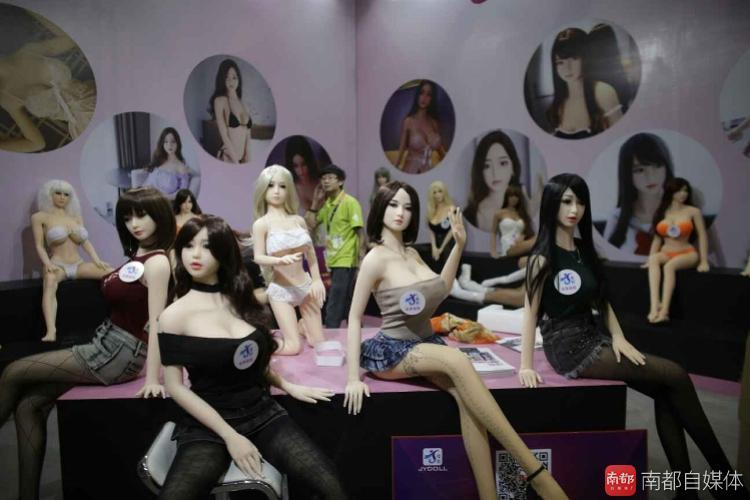 Как прошел крупнейший в Китае секс-фестиваль (12 фото) 18+