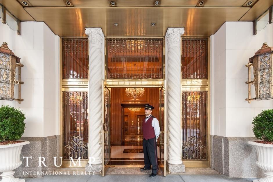 Квартира расположена на предпоследнем этаже Trump Park Avenue (бывший отель, который мистер Трамп пе
