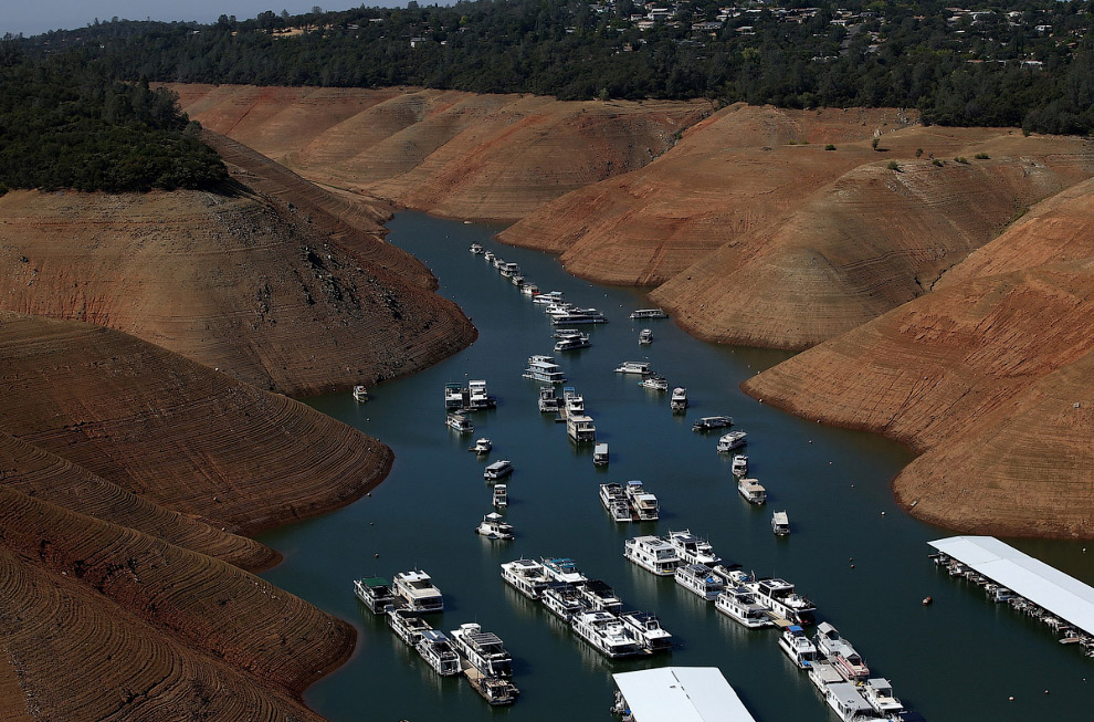 4. Так выглядели холмы в Калифорнии во время засухи 15 июля 2014 и сейчас, 10 апреля 2017. Нажмите,
