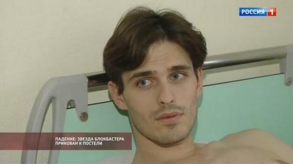 Младший брат актера Максим Степанов объяснил: «Мы сами не понимаем — как можно так упасть… Но врачи