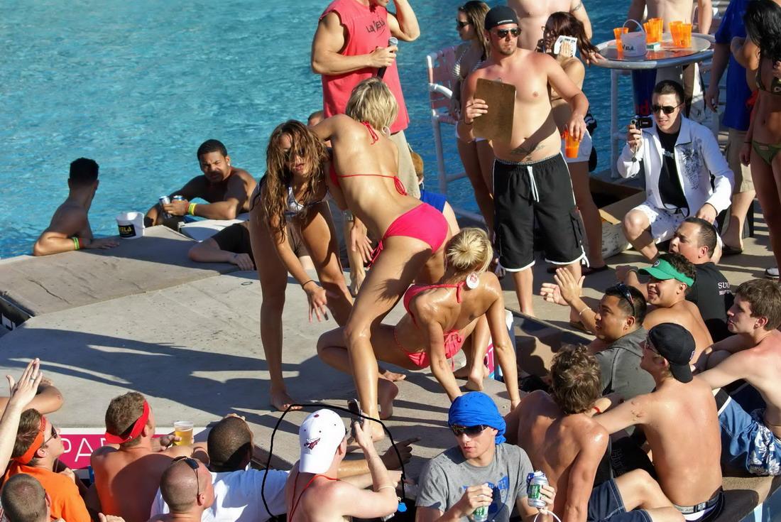 Русские пьяные на пляже, Русское пьяное порно на 6 фотография