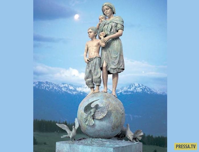 5-метровая скульптура Джины Лоллобриджиды. Джина выставляется во многих странах мира с большим успех