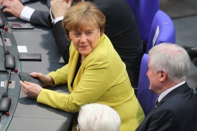 Опрос: Рейтинг Меркель оказался на1% выше уровня доверия Шульцу