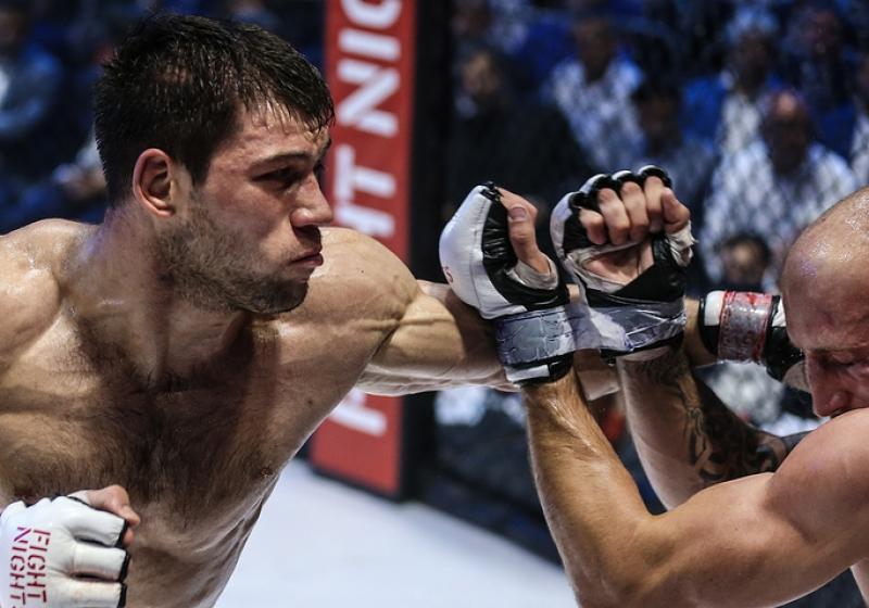 Анатолий Токов вдебютном поединке натурнире Bellator победил Франциско Франсе