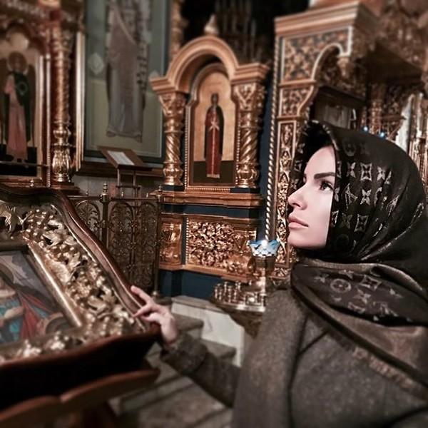 «Простите меня»: Юлия Волкова после 10 лет ислама вернулась кправославию