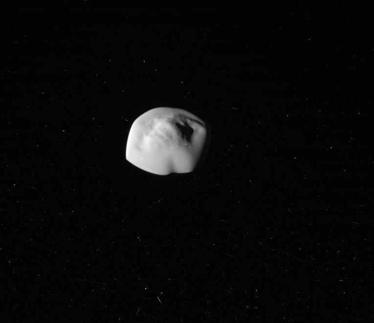 NASA показало удивительные фотографии спутника Сатурна