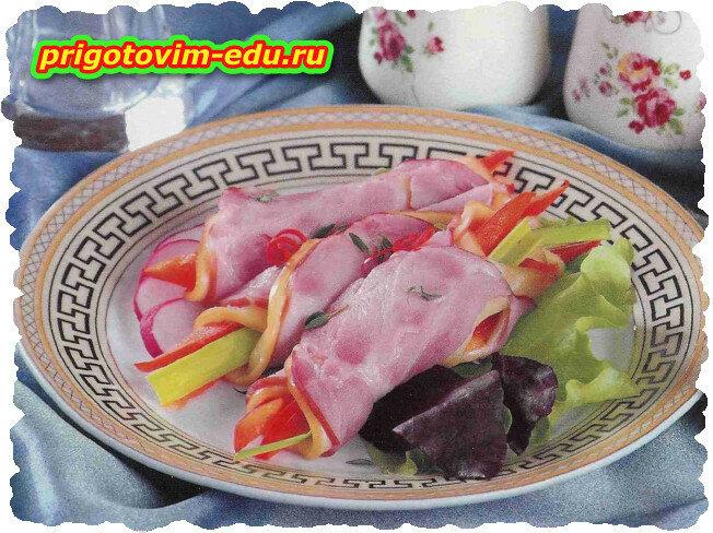 Закусочные рулетики из сырокопченой свиной шеи