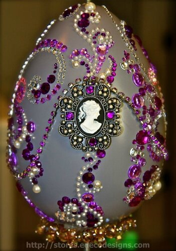 Пасхальные яйца с декоративными камнями
