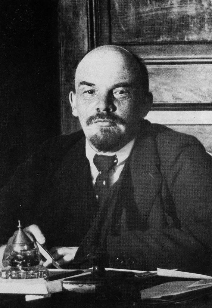 В.И.Ленин в Кремле. 1918 г., 17 октября. Москва.jpg