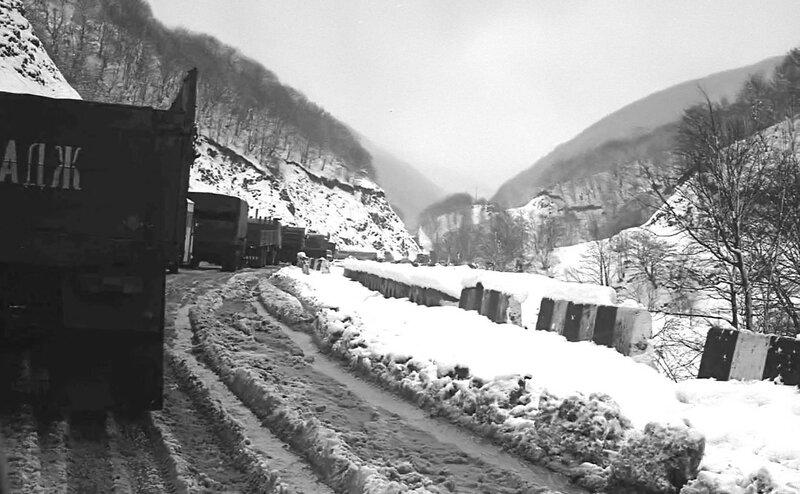 НАШ АДРЕС СОВЕТСКИЙ СОЮЗ. По дороге в Тбилиси. 1988г.. Фото Н. Бродяного.jpg