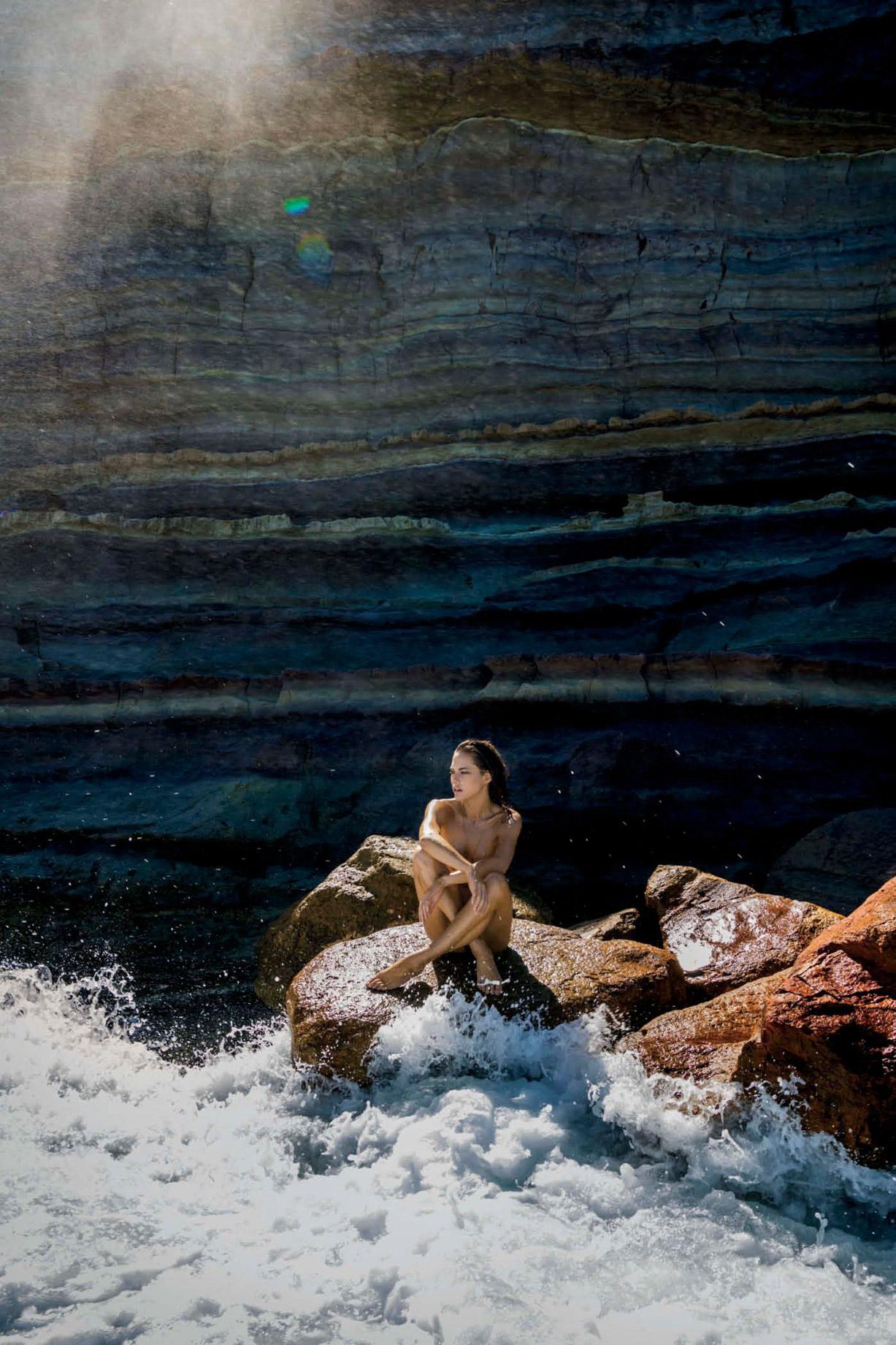Лана Закосела / Lana Zakocela by nude Gilles Bensimon - Maxim US may 2017