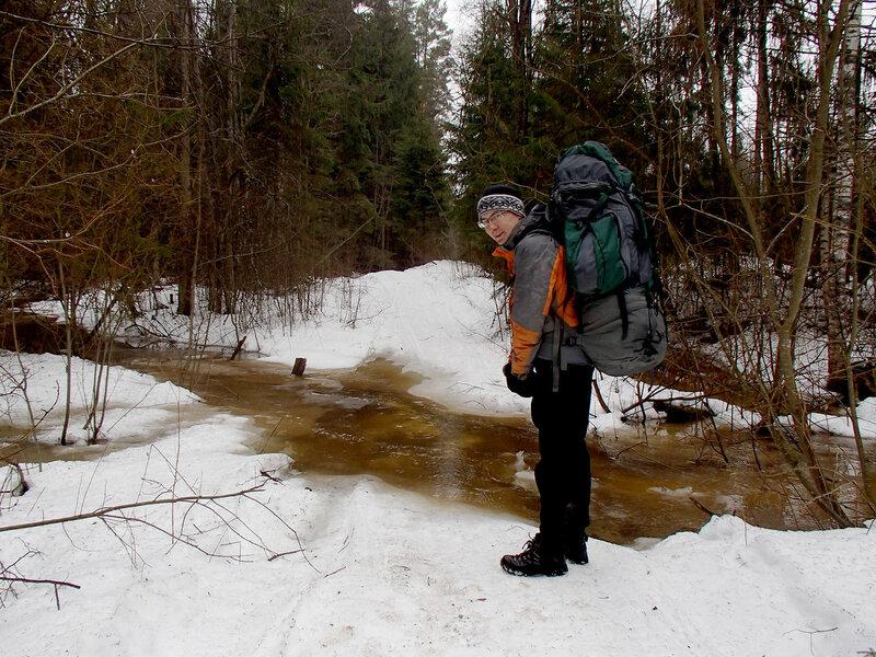 талая вода в лесу в марте