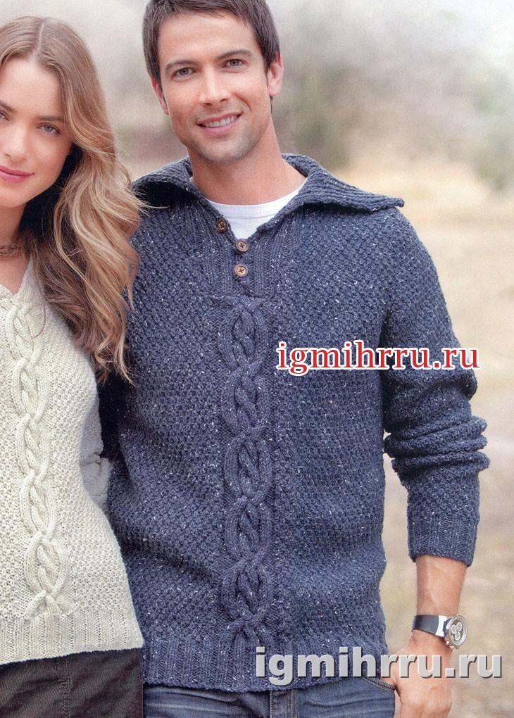 Мужской джинсовый пуловер с переплетениями и отложным воротником. Вязание спицами
