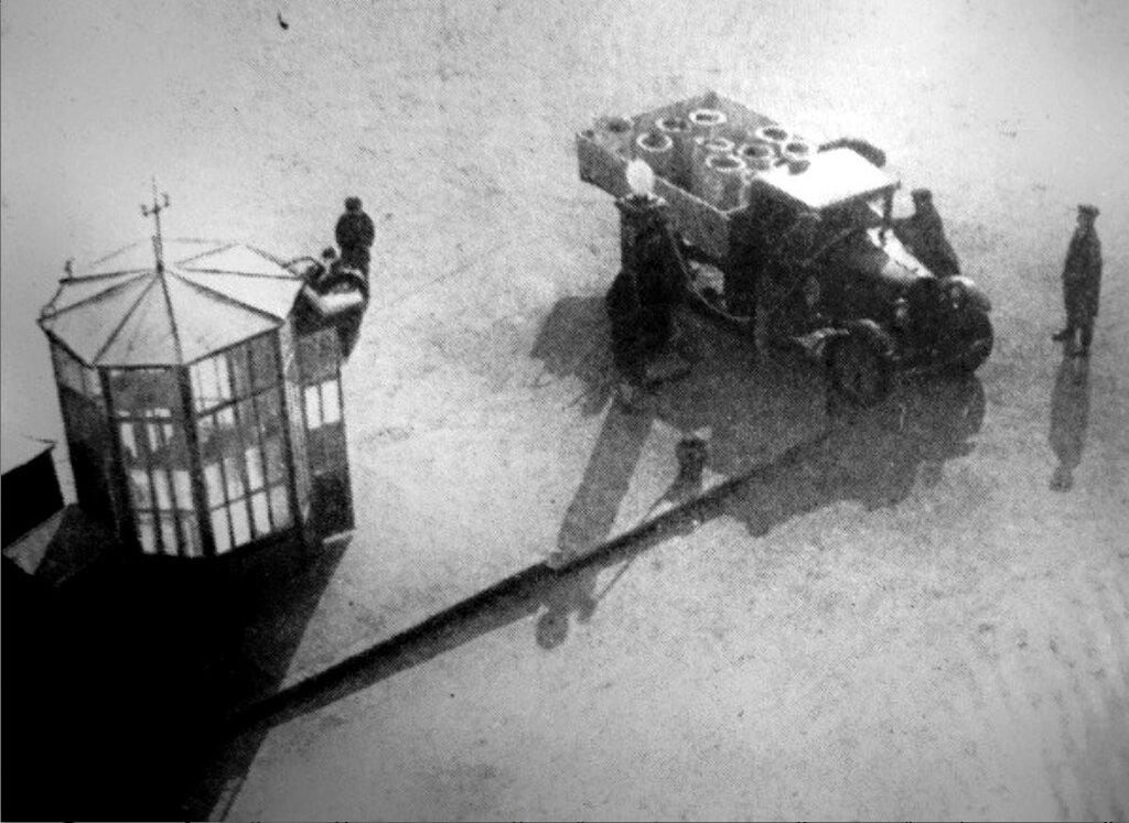Заправка на Арбатской. 1931.jpg