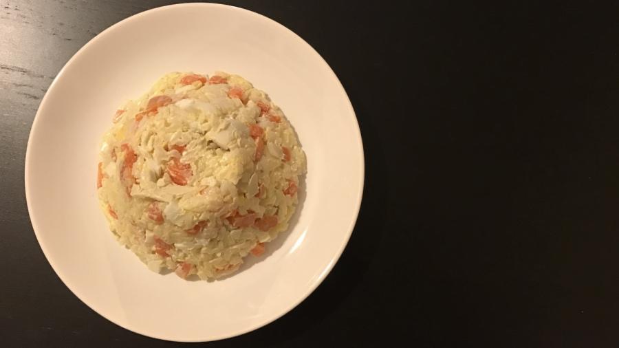 Рисовый салат с кальмарами