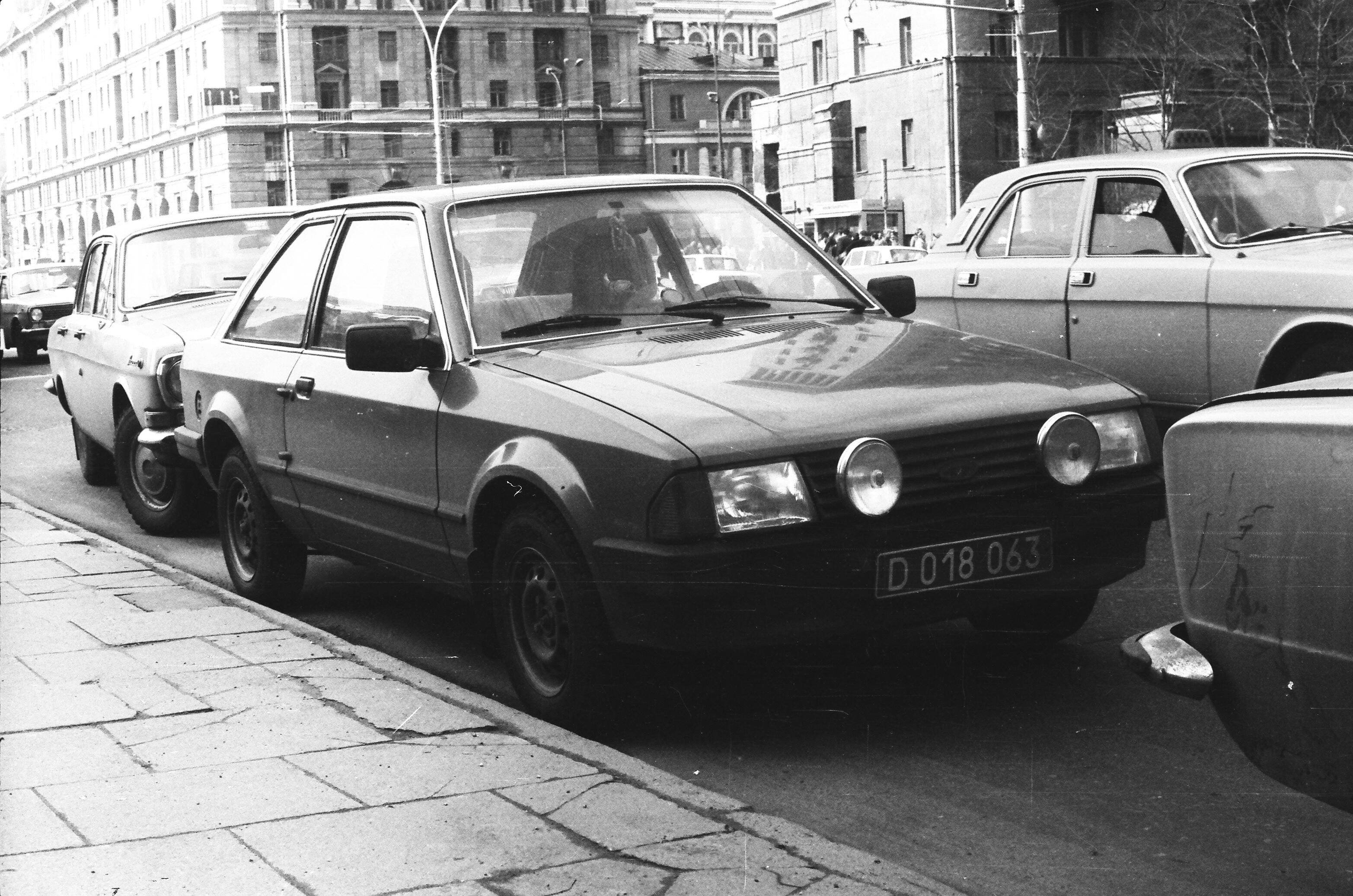 Автомобили на проспекте Калинина