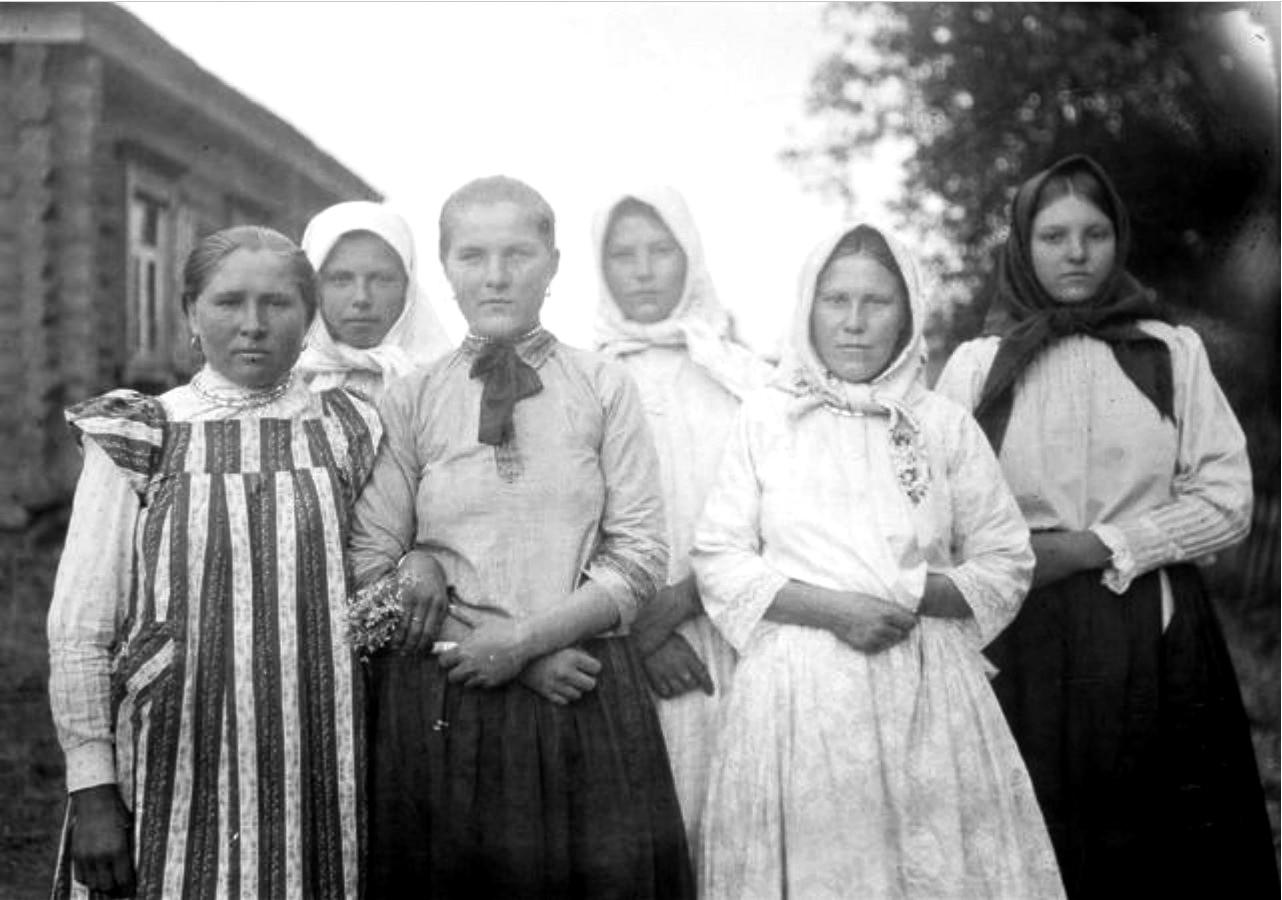 Мордвинские девушки Таня, Маринка и Анка