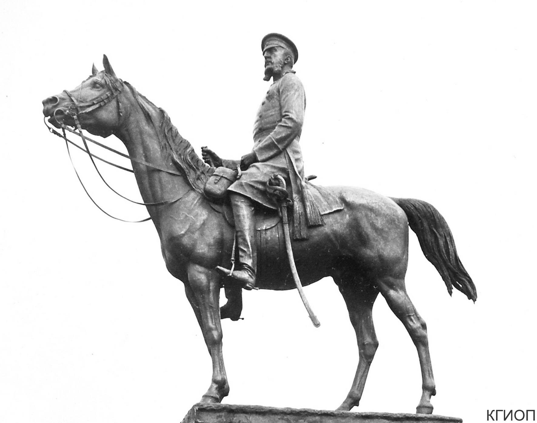 18. Памятник великому князю Николаю Николаевичу на Манежной площади. 1915