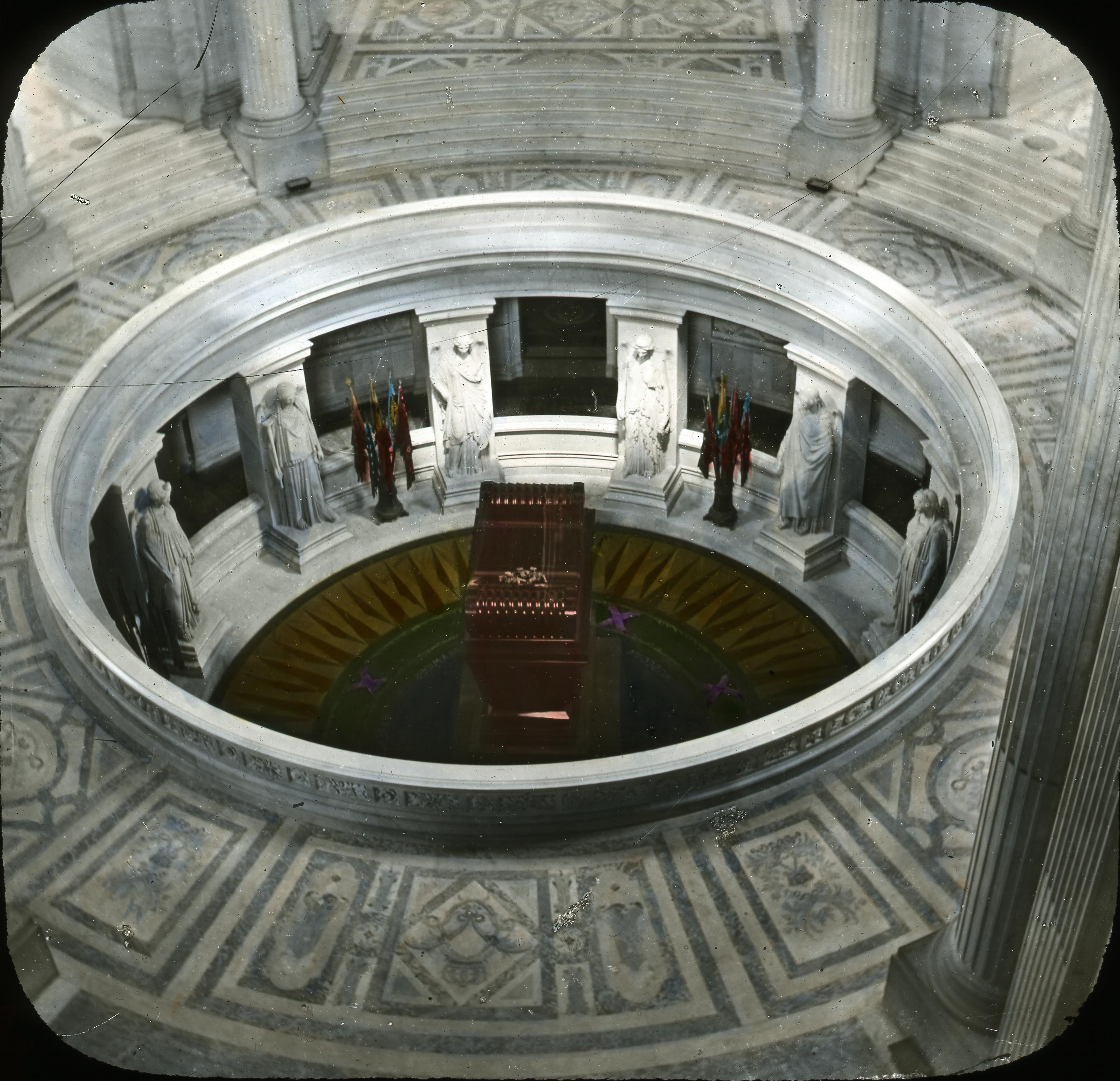 Дом Инвалидов. Гробница Наполеона